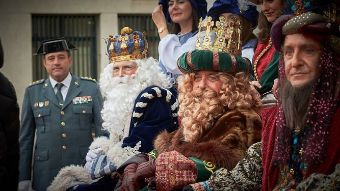 Los Magos de Oriente, en la comandancia de la Guardia Civil de Cádiz.