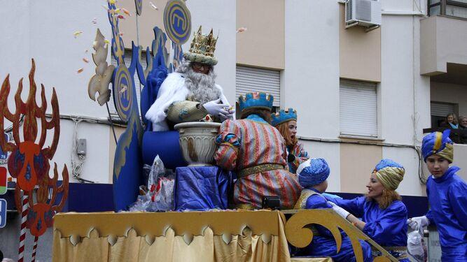 El hostelero Pascual Castilla daba vida este año al Rey Melchor en la cabalgata.