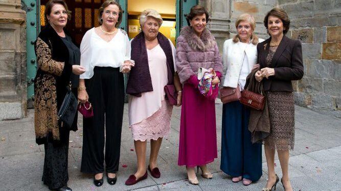 Auxi Martínez de Salazar, Asunción Sepúlveda, Lili Romero, Quina Martínez de Salazar, Mari Liaño y Margarita Martínez de Salazar.