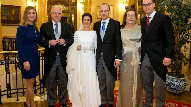 Los novios con Lucio Martínez de Salazar, Carmen Sepúlveda, Auxi y Gonzalo Martínez de Salazar.