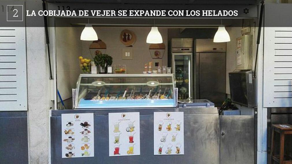 La Cobijada es una empresa de Vejer que nació con la idea de surtir a los restaurantes postres de calidad. La firma también ha abierto campo en otra disciplina, la de los helados artesanales y con ellos ha iniciado una nueva línea de negocio que son las tiendas especializadas en este producto.