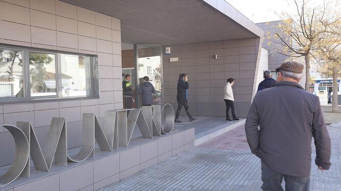 Trabajadores de las dependencias de Servicios Sociales, en La Soledad, informarán sobre el nuevo decreto del Gobierno andaluz.