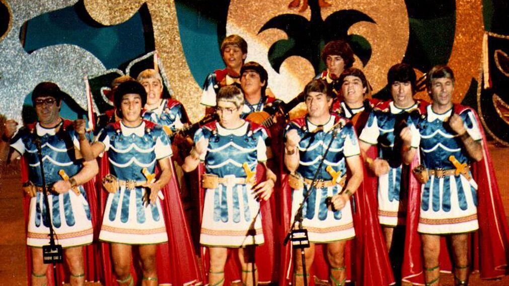 'Los romanos en Cádiz', comparsa de Caraballo. Diego Caraballo llevaba al Teatro Falla en 1982 esta comparsa portuense que no logró alcanzar la final.