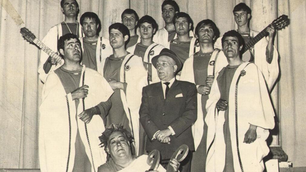 'Los senadores romanos', comparsa de Paco Alba. Años gloriosos de 'El Brujo'. Esta vez fue primer premio de 1968. Bajo el autor,  el popular Pepe 'El Sopa'.