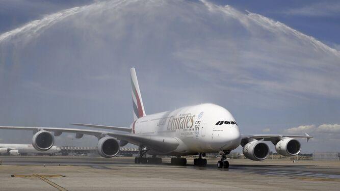 Imagen reciente de un A380 de la línea Emirates, en el aeropuerto de Madrid Barajas-Adolfo Suárez.