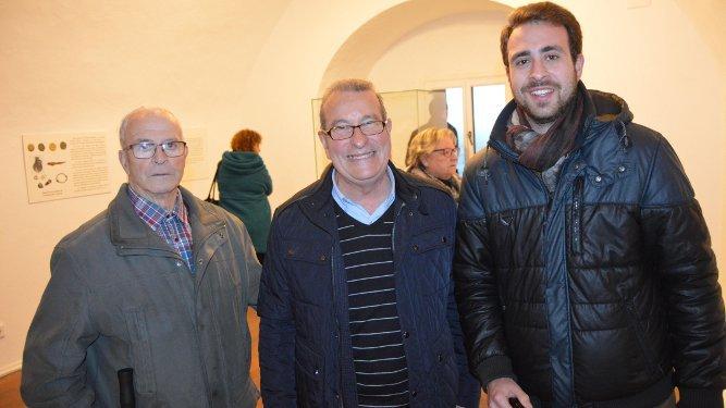 Daniel Martín, José Fernández Jurado y Manuel Camacho, visitando  la exposición