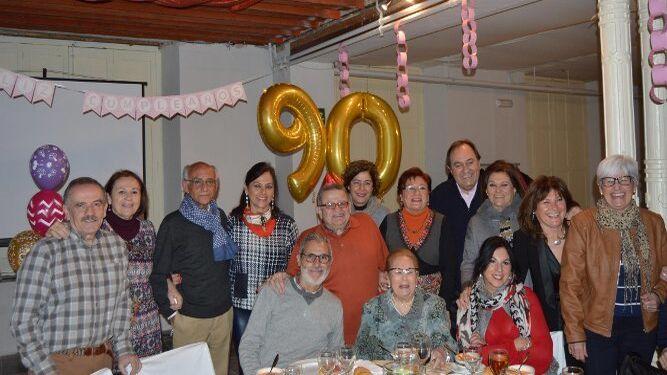 Cora Sánchez con sus hijos y Jesús Fernández Palacios, Manolo Ragel, Juan Bosco Rodríguez, Dori Tallada, José Carlos Dáiz y Natalia Rial.