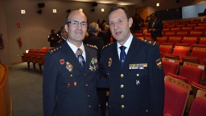 El comisario de Jerez, Francisco García, con el jefe provincial de la Policía Autonómica, Juan Expósito.