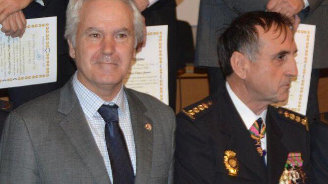 El subdelegado del Gobierno, Agustín Muñoz con el comisario provincial, Antonio Ramírez.