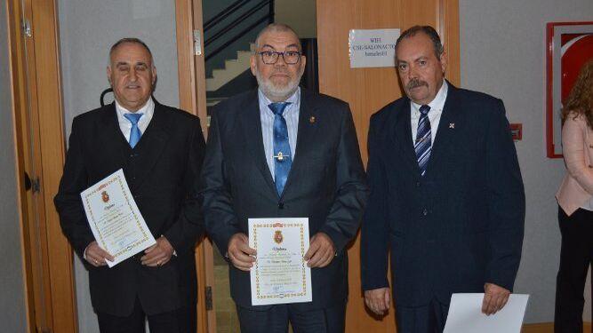 Mateo Santos, Desiderio Sena y Manuel Sucino, tras la entrega de diplomas.