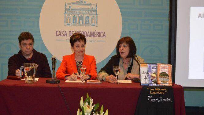 Manolo Ruiz Torres, Charo Barrios y Ángela Gallego, durante la presentación.