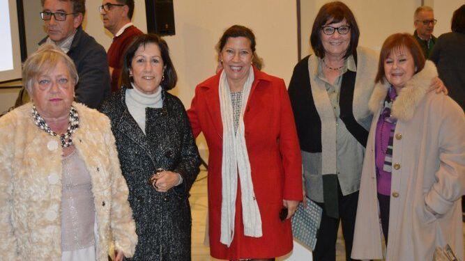 Maica Marrero, Lola López de la Orden, Charo Cantero, Ángela Gallego y María Luisa Ucero, en la Casa de Iberoamérica tras finalizar el acto.