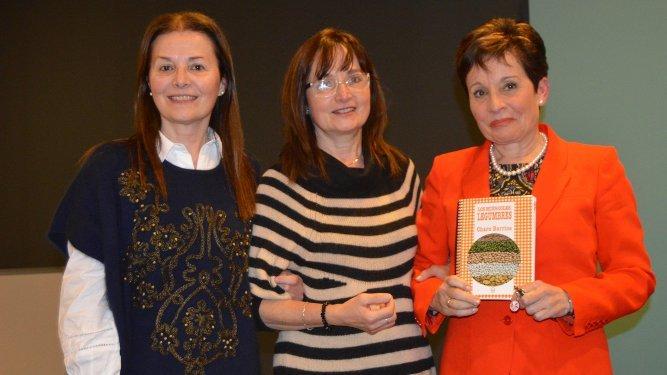 La autora del libro con sus hermanas Manoli y Dori Barrios.
