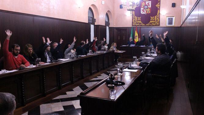 El pleno aprueba por unanimidad la prórroga del contrato de limpieza.