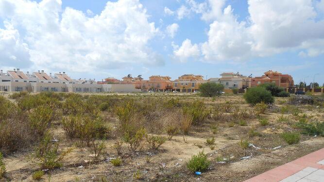 Parcela de Casines donde está prevista la construcción del colegio.