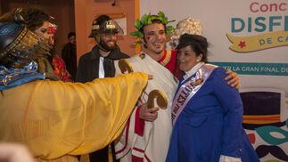 El alcalde junto a Ana Fernández y Adrián Martínez de Pinillos
