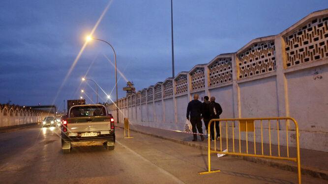 La avenida de los Astilleros, ya estaba en la tarde de ayer preparada para recibir a los autobuses privados de las excursiones.