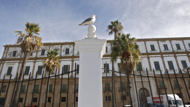 Fachada del edificio del Valcárcel, donde irá la nueva sede de la Facultad de Ciencias de la Educación.