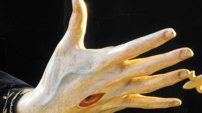 La mano de la escultura de San Francisco, que se custodia en las Concepcionistas.