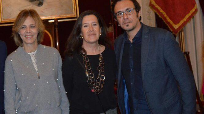 Ada Bernal, María Ángeles Rodríguez y el alcalde José María González.