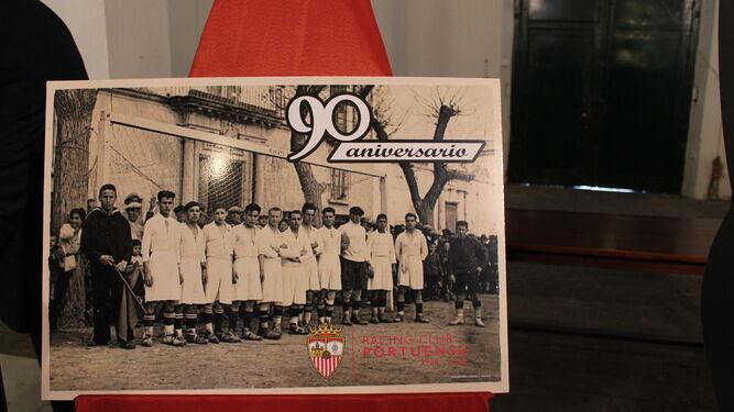 Cartel conmemorativo del 90 aniversario del Racing Club Portuense.