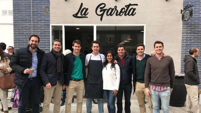 Carlos y Rafa Lucero, Coco Goenechea, Pedro Fernández Jara, Cristina Cardoso, Pablo Jara, Antonio Bresca y Álvaro Fernández Jara.