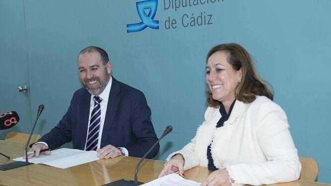 Jesús Solís y Patricia Cuenca presentando los datos del Servicio.