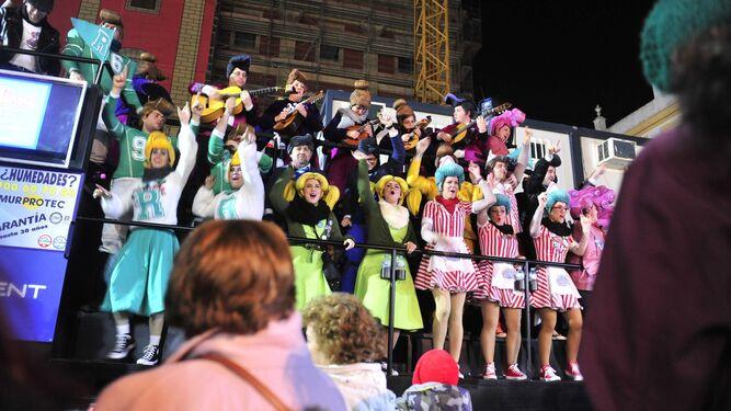 Actuación del coro Rockola durante la noche del pasado viernes.
