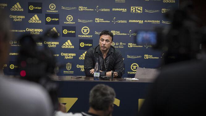 Quique Pina, durante una rueda de prensa como consejero delegado del club.