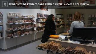 Sabores de Antaño es una tienda curiosa, basada en los barracones de las ferias en los que se pueden adquirir turrones y frutos secos.