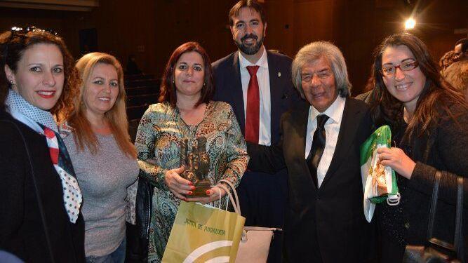 Luz Caballero, Herminia Trujillo, Luz Pelayo, el alcalde de Tarifa, Francisco Ruiz, Rancapino y Luisa Márquez.