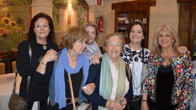 Mucky Oliden, Mami Torrecillas, Pili Rodríguez-Sánchez, Carmela Chacón, Carmen Oliden y Carmen Rodríguez-Sánchez.