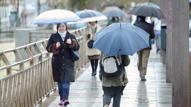 Resultado de imagen para persona con paraguas bajo la lluvia en la ciudad de concepcion