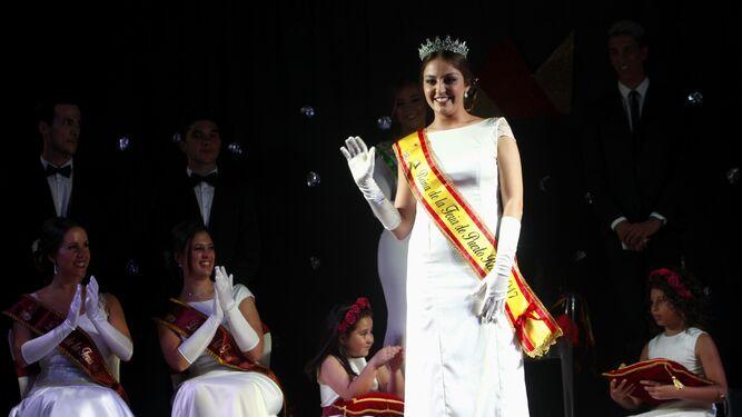 Déborah Prieto, reina de la Feria 2017, tras su coronación en el patio del colegio Juan Pablo II-Santo Ángel.