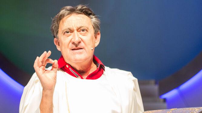 El actor Mariano Peña encarna a Dios en la obra que se presenta esta noche en el Falla.