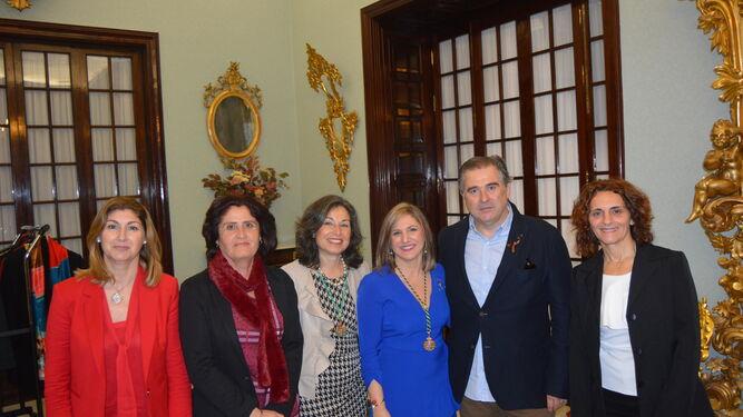 Mercedes Colunga, Lola Rodríguez, Maribel Peinado, la presidenta de la Diputación de Cádiz Irene García, Francisco Andreu y África Saiz