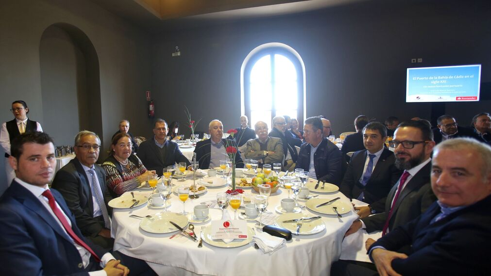 Vicente Fernández, Cayetano Roldán. Dolores González, Luis Rivera, José Manuel Veiga, Ceferino Pérez, Juan Marchante, Antonio Trigo, Daniel Dorado y Eduardo Barrera.