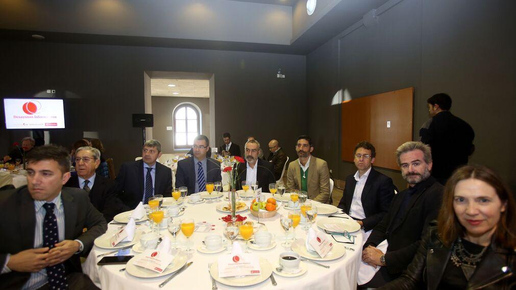Jesús Elgrano, José Ramón Pérez, Miguel Ángel Andrade, Carlos Alberto Domínguez, José María Vega, Álvaro Pedreño, Salvador Gamero, Javier Ortiz y Lourdes Acosta.