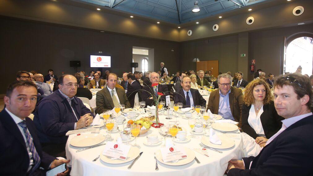 José Manuel Cossi, con varios miembros de la Autoriad Portuaria:Francisco Rivas, Enrique López Bosch, Rafael Catalán, Pedro de Frutos, Francisco Díaz, Ángeles Ruiz y José Miguel Pérez.