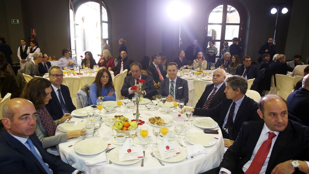 Pablo López, Carmen Romero, Juan Agustín Romero, Gema Pérez, Tomás Valiente, el alcalde de El Puerto, David de la Encina, Jesús Oliden, Juan Manuel Pérez Dorao y Juan José Ortiz.