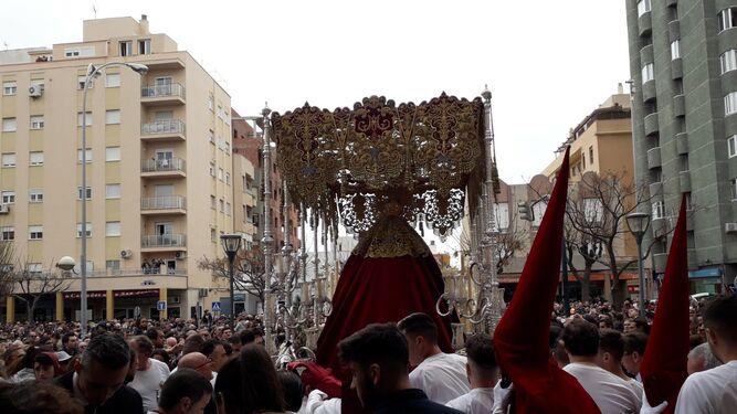 La Virgen del Amparo sale de San José.