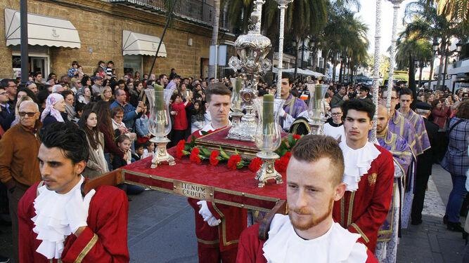 La reliquia del 'Lignum Crucis' ocupa un lugar preferente en el cortejo procesional de Los Afligidos desde hace ya varios años.