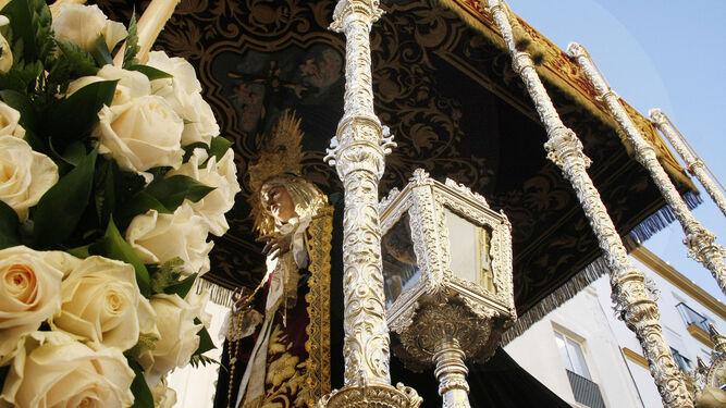 Una bella imagen de María Santísima del Rosario en sus Misterios Dolorosos.