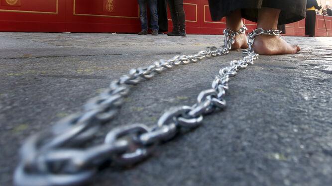Las cadenas arrastradas por un miembro de la penitencia del Señor.