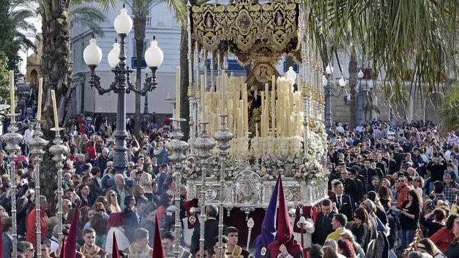 El palio de Nuestra Señora del Buen Fin.