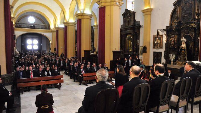 Aspecto que presentaba la Iglesia Mayor Parroquial, completamente llena en la mañana del Jueves Santo.