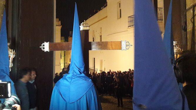 La Cruz de Guía del Perdón asoma por Santa Cruz.