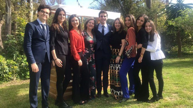 Fernando, María, Cristina y María José Guilloto, Beatriz y Cecilia  Arena, Pablo y Marta y Cristina Martínez Guilloto.