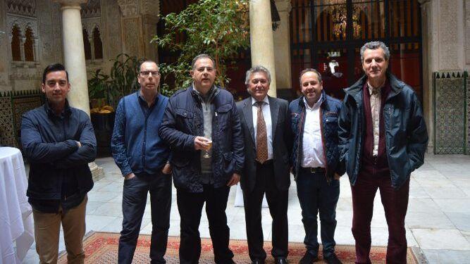 Luis Guerra, Carlos Facio, Carlos Fernández, el homenajeado Antonio Berdonces, Luis Mena y Eugenio Garcés.