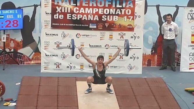 Mikel Sánchez, con 65 kilos en la modalidad de arrancada.